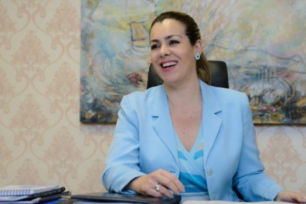 A única mulher eleita prefeita de uma das capitais, foi Cinthia Ribeiro, em Palmas (TO) – Foto: PSDB/Divulgação