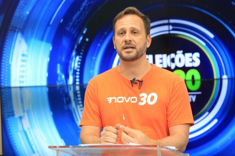 No terceiro bloco, os prefeituráveis responderam perguntas feitas pela produção da NDTV. Os temas e perguntas foram sorteadas ao vivo pelo mediador Paulo Alceu – Foto: Carlos Jr./NDTV