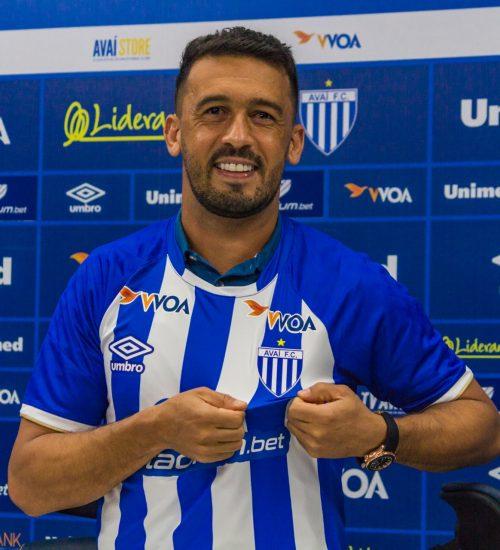 Edílson. Das críticas justas para os elogios justos. – Foto: André Palma Ribeiro / Avaí FC