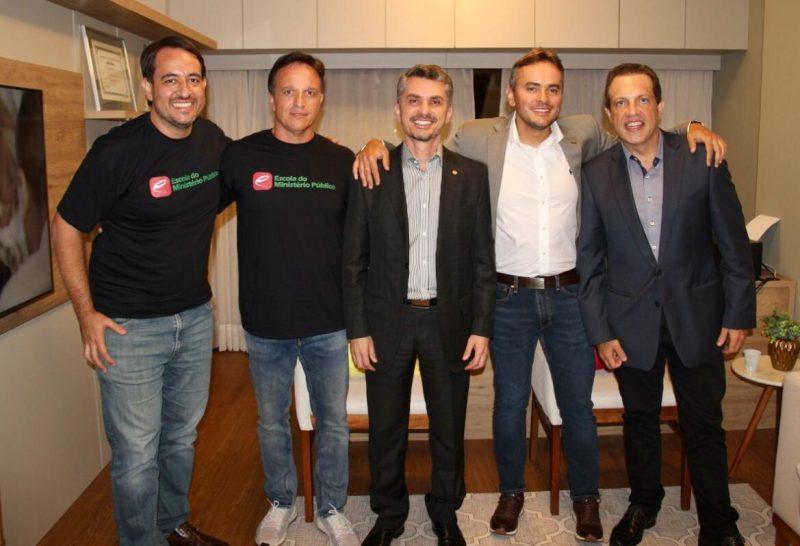 Promotor Marcelo Gomes, ao centro, foi reeleito para a presidência da Associação Catarinense do Ministério Público – Foto: associação ministério público