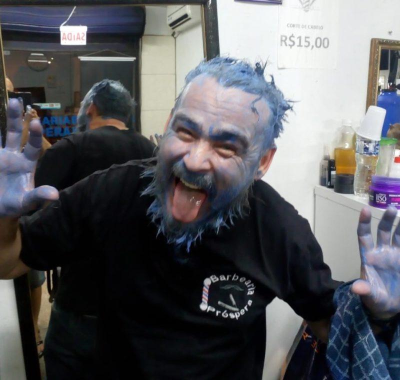 José Carlos na barbearia onde trabalhava