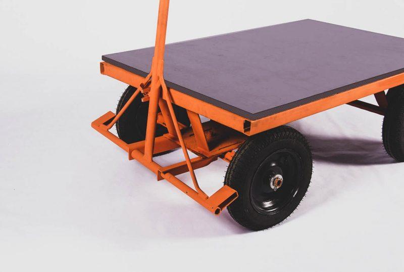 Carro plataforma, um dos produtos do catálogo Aço Forte – Foto: Divulgação