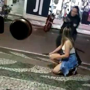 Vídeo mostra guarda municipal agredindo jovem no Centro de Balneário Camboriú – Foto: Reprodução/ND