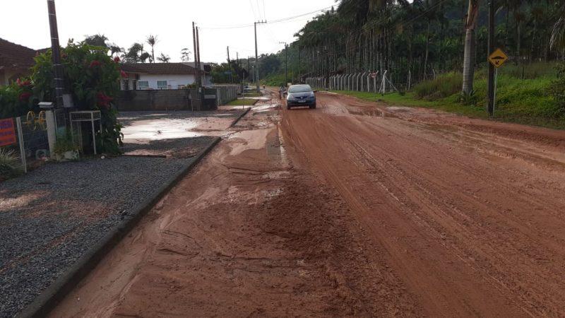 Com a chuva, ruas ficaram repletas de lama em Jaraguá do Sul – Foto: Divulgação/ND