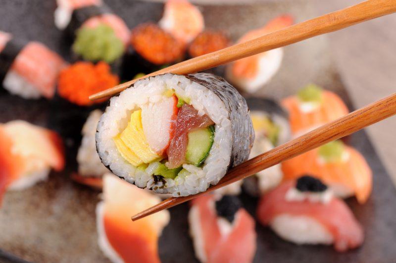 O vinagre de arroz faz toda a diferença no preparo de receitas como sushi, para dar liga, arroz, entradas típicas das refeições japonesas e asiáticas – Divulgação/ND
