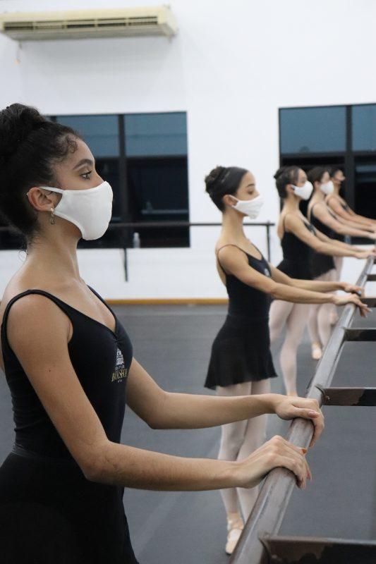 Máscaras também serão obrigatórias durante a realização das aulas – Foto: Manuela Schneider/Divulgação