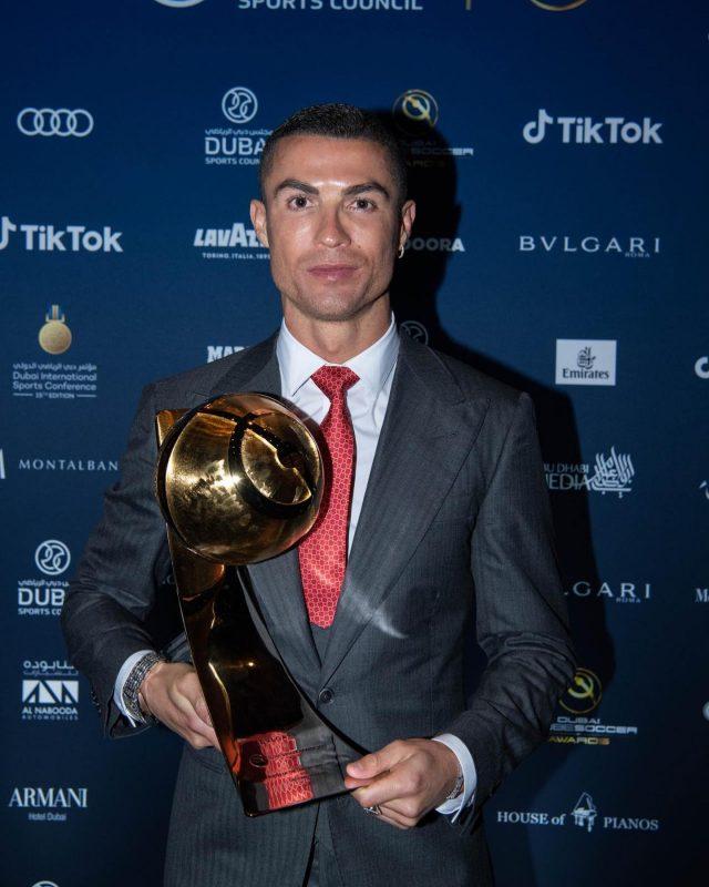 Cristiano Ronaldo recebeu prêmio em Dubai