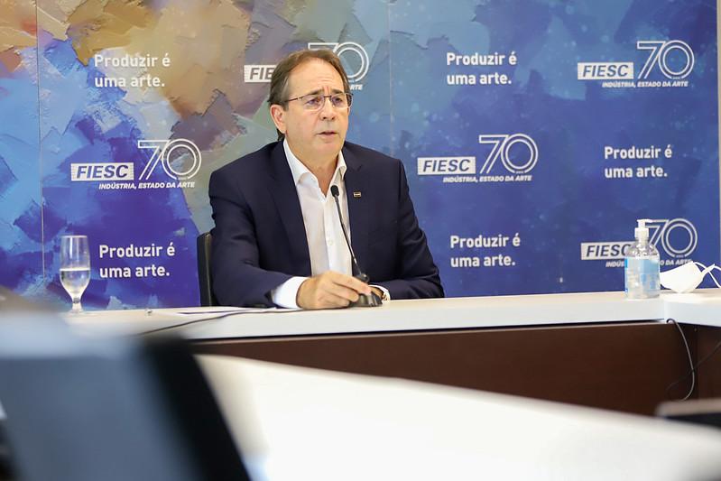Presidente da Fiesc, Mario Cezar de Aguiar, avalia positivamente o andamento das obras. – Foto: Divulgação/Fiesc