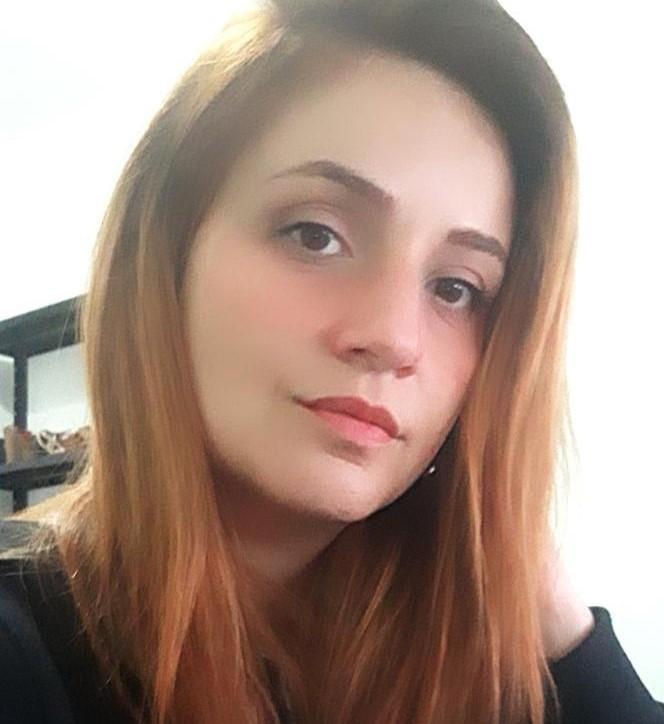 Ana Luiza Coutinho trabalha na Qualirede e tem espondilite anquilosante – Foto: Divulgação