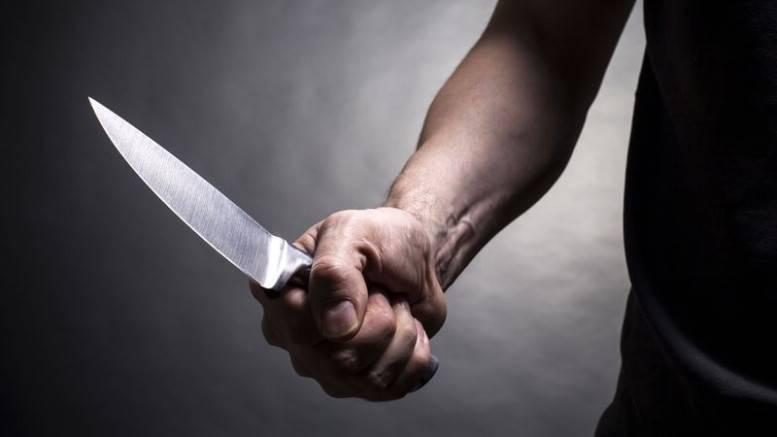 Assaltantes acordam mulher com faca em São João Batista