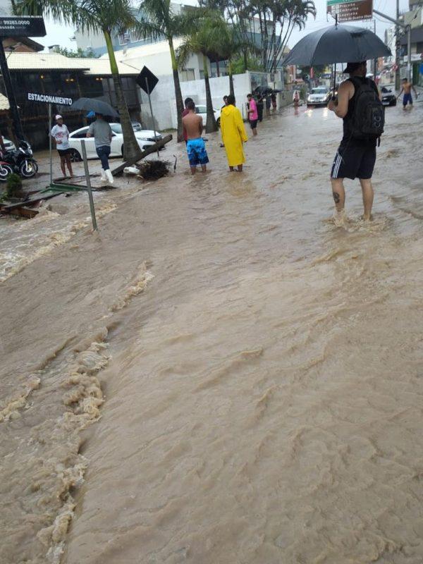 Apesar dos fortes volumes de chuvas em Bombinhas, ninguém ficou desabrigado na cidade – Foto: Reprodução/ND