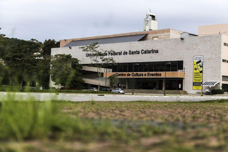 Frente do Centro de Cultura e Eventos da UFSC