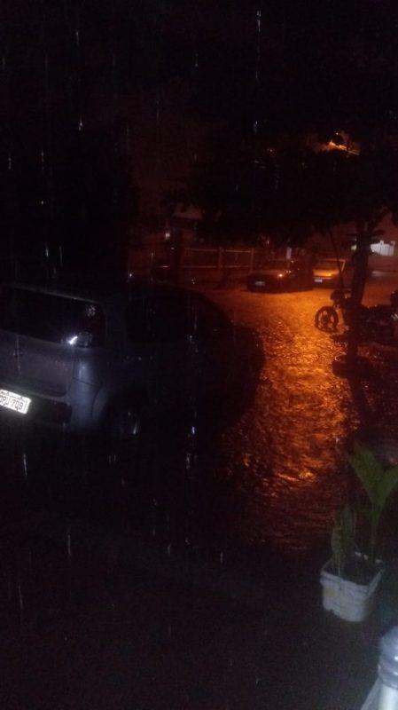 Na subida da praia de Laranjeiras, em Balneário Camboriú também foi registrado estragos pela água – Foto: Reprodução/ND