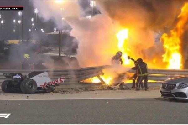 Após acidente assustador, Grosjean tranquiliza fãs. O carro pegou fogo e o corredor ficou 29 segundos sem conseguir sair – Foto: Reprodução/F1