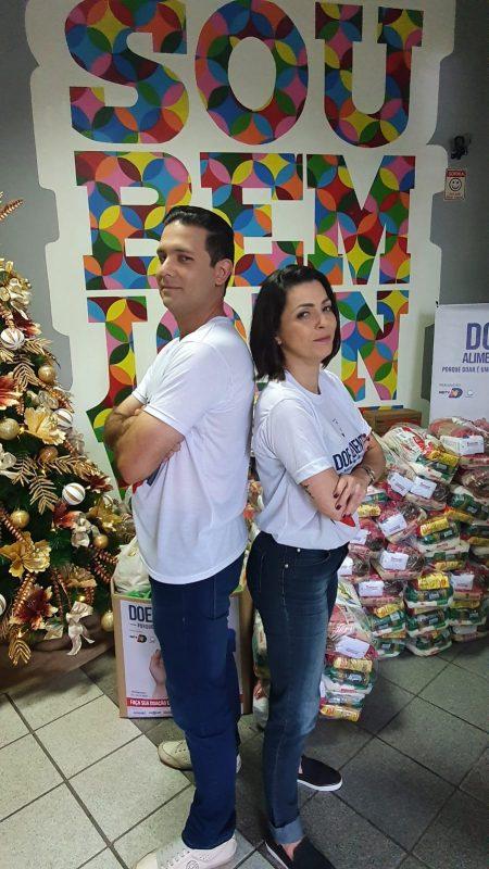 Ricardo Moreira, apresentador da Tribuna do Povo, e Sabrina Aguiar, que comanda o Balanço Geral – Foto: Drica Fermiano/NDTV Record Joinville