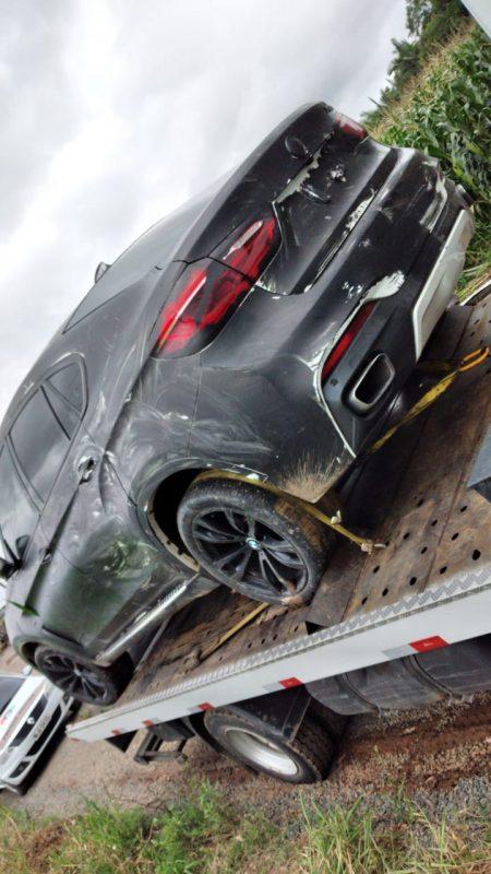Aparentemente, os assaltantes usaram tinta spray preto para disfarçar os carros de cores claras, por exemplo, a X6 branca – Foto: Divulgação/ND