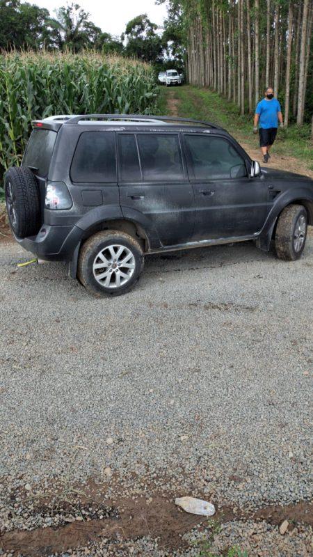 Outro veículo encontrado foi uma Pajero TR4, conhecida por motoristas que fazem trilhas ou estradas de barro. O veículo seminovo, encontrado até o ano de 2012 – como o da foto – também foi disfarçado com spray preto. O veículo é equipado com um motor 2.0 pode variar entre R$ 37 mil e R$ 42 mil – Foto: Divulgação/ND