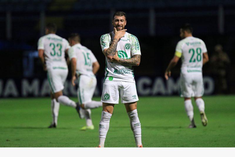 Paulinho Moccelin fez 42 jogos e anotou sete gols com a camisa da Chapecoense. Vai deixar saudade?. Fotos: ACF/divulgação