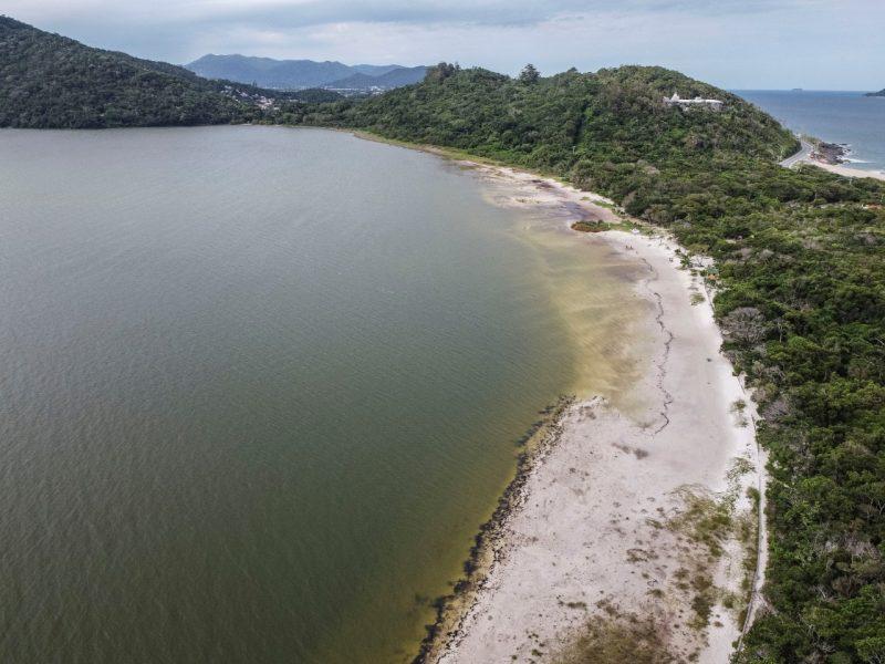 A lâmina d'água da Lagoa do Peri chegou a medir 1,56 cm segunda a Casan, mas nesta segunda (14), o nível apontava 2,18 cm – Foto: Anderson Coelho/ND