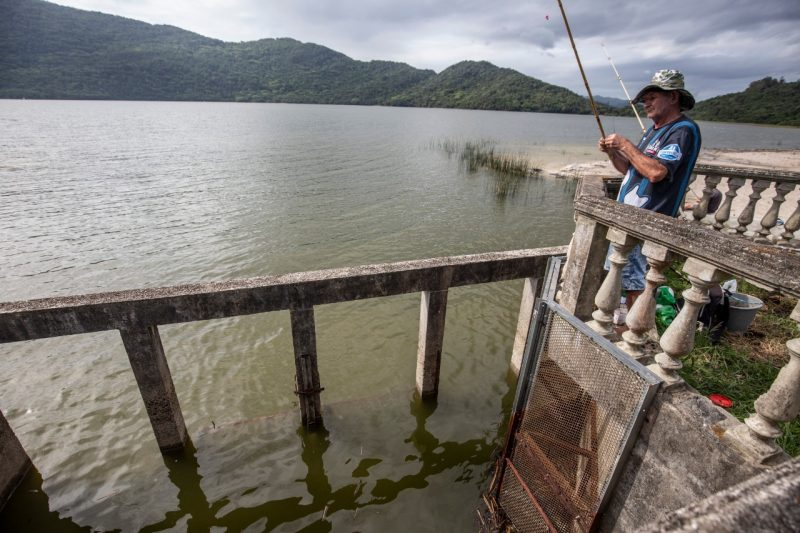 Em meados de setembro, a Floram (Fundação Municipal de Meio Ambiente), deu prazo de até 180 dias para a Casan parar a captação de água na Lagoa do Peri. – Foto: Anderson Coelho/ND