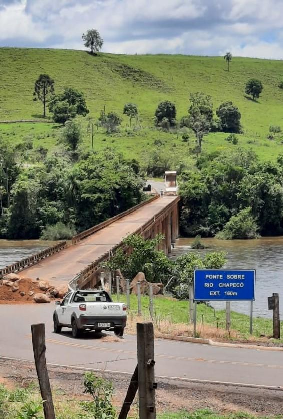 Ponte foi fechada e aguarda avaliação da Defesa Civil. - Defesa Civil/Divulgação