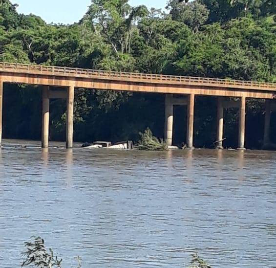 Pilares caíram na manhã desta segunda-feira (28). – Foto: Defesa Civil/Divulgação