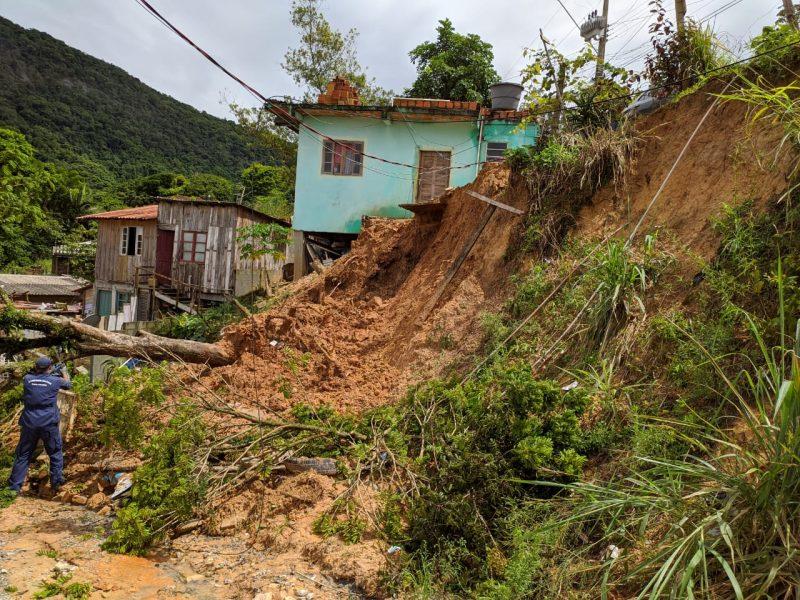 Deslizamento de terra em Palhoça, na Grande Florianópolis – Foto: Ian Sell/ND