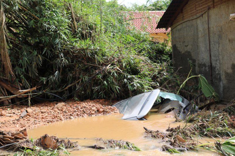 Este carro ficou soterrado no Ribeirão das Pedras, em Ibirama. – Foto: Nicole Correa/Defesa Civil de Ibirama/ND