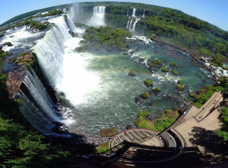 As Cataratas do Iguaçu ficam entre a província da Argentina de Misiones e o estado do Paraná – Foto: Martin St-Amant/Wikimedia Communs/Reprodução/ND
