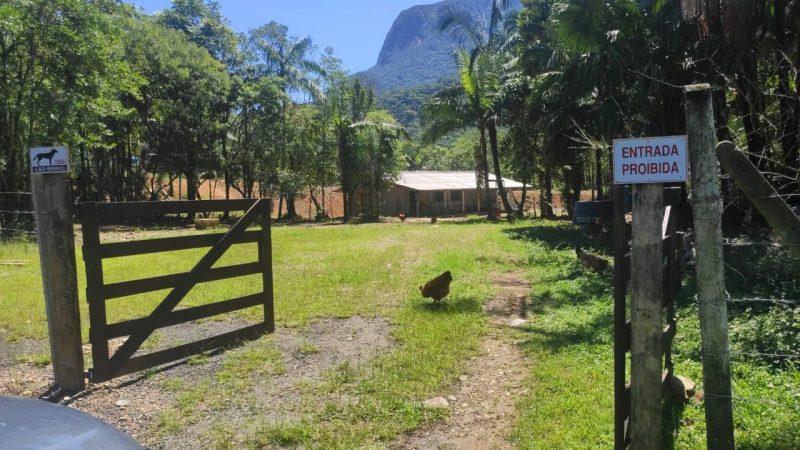 Sítio em que o idoso foi encontrado em Guaratuba – Foto: Divulgação/ND