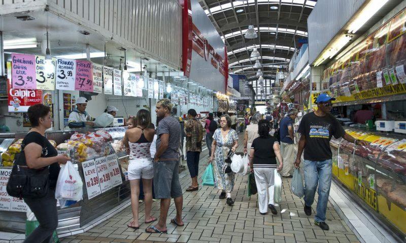 Com R$ 250 fica difícil garantir alimentação balanceada para a família – Foto: Agência Brasil/Marcelo Camargo