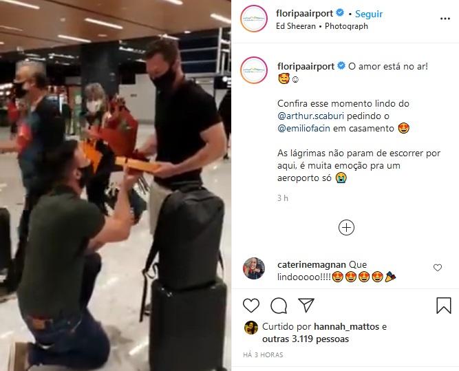 Momento do pedido de casamento no Floripa Airport nesta terça (29) – Foto: Reprodução/Instagram Floripa Airport