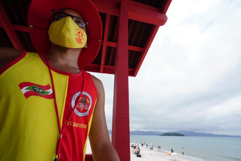 Bombeiros fazem trabalho intenso de prevenção a afogamentos