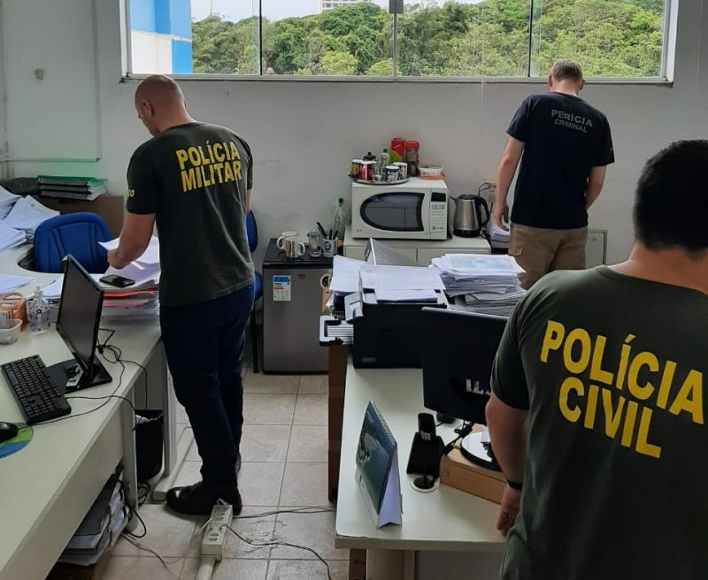 Mandados foram cumpridos na prefeitura e na casa de servidores comissionados – Foto: MPSC/Divulgação/ND