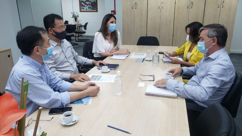 Paulo Eli se reuniu com o presidente da Hyosung do Brasil, Do Jun Cho – Foto: SEF/Divulgação/ND