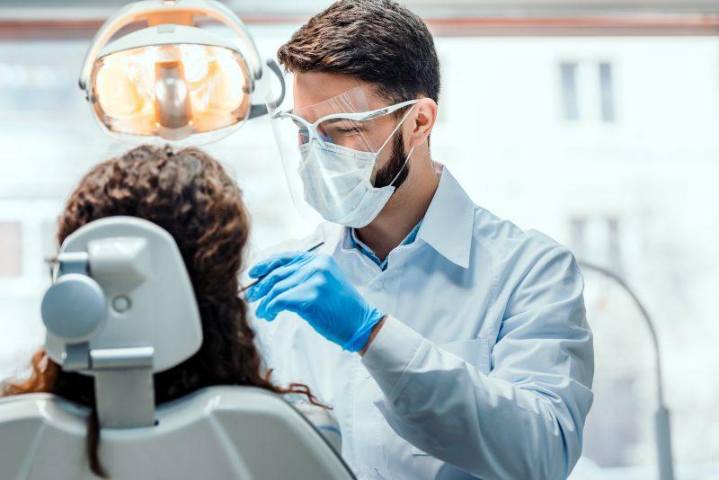 Conheça a tecnologia que está devolvendo os dentes fixos a milhares de pessoas. – Foto: Divulgação/ND.