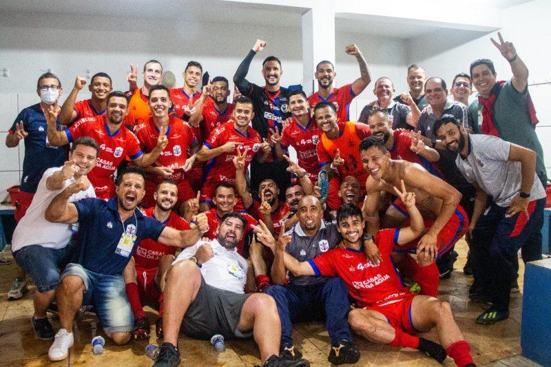 Jogadores e comissão técnica comemoram classificação – Foto: Bruno Golembiewski/Marcílio DIas