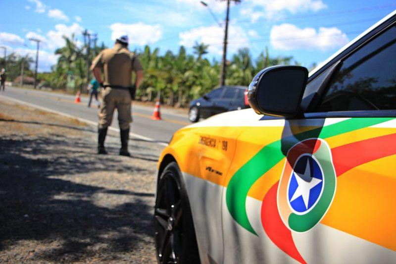 Motorista é flagrado dirigindo bêbado na ponte Colombo Salles, em Florianópolis – Foto: PMRv/Divulgação/ND