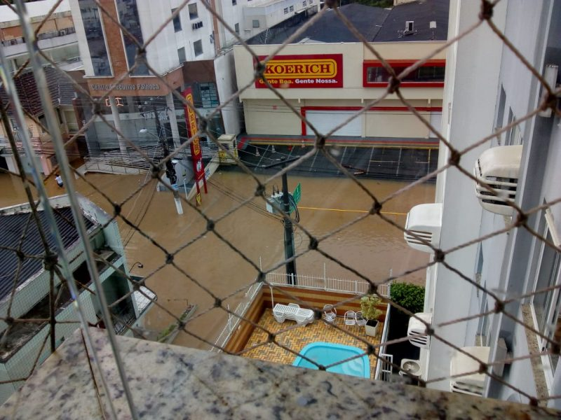 Morador registrou a rua alagada na região central da cidade – Foto: Divulgação/ND