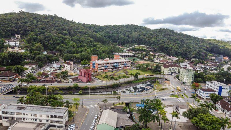 Veja o que abre e fecha em Joinville