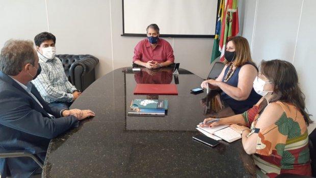 Secretário de Saúde de SC cumpriu agenda, nesta segunda-feira, para tratar da aquisição das vacinas contra a Covid-19 – Foto: SES SC/divulgação
