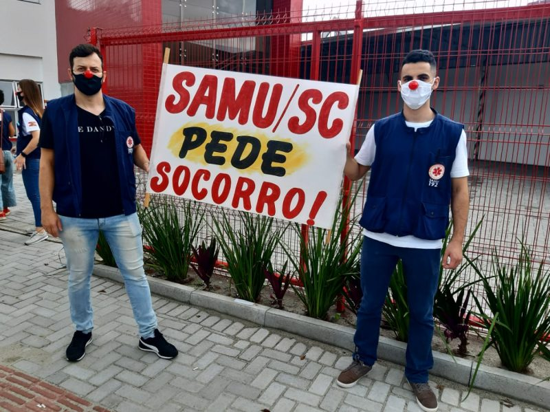 Profissionais do Samu fizeram manifestação em frente à unidade no dia 21 de dezembro- Foto: Thiago Bonin/NDTV