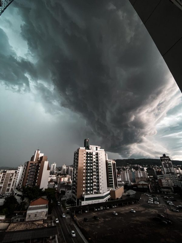 Tempo seguirá chuvoso no mínimo até sábado (23) – Foto: Caroline Figueiredo/ND