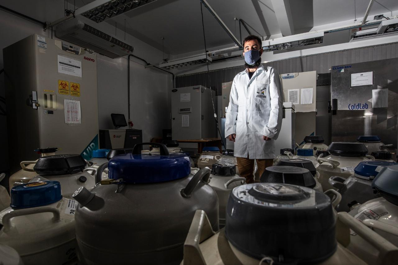 Temperatura da sala é mantida com cinco aparelhos de ar condicionado - Anderson Coelho/ND