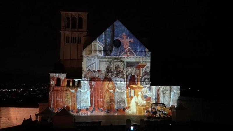 Vaticano transmitirá cerimônia na Basílica de São Francisco pela internet. Além disso, cerimônia com jogo de luzes ficará disponível até 6 de janeiro via web – Foto: Divulgação/Il Natale di Francesco/ND