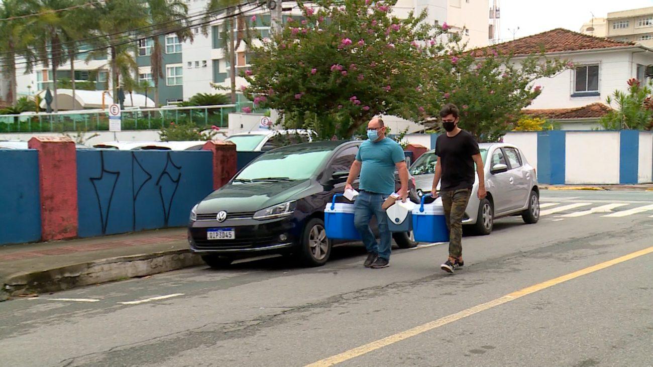 Cada prefeitura da região da Amfri foi buscar as doses correspondentes - Almir Rodrigues/NDTV