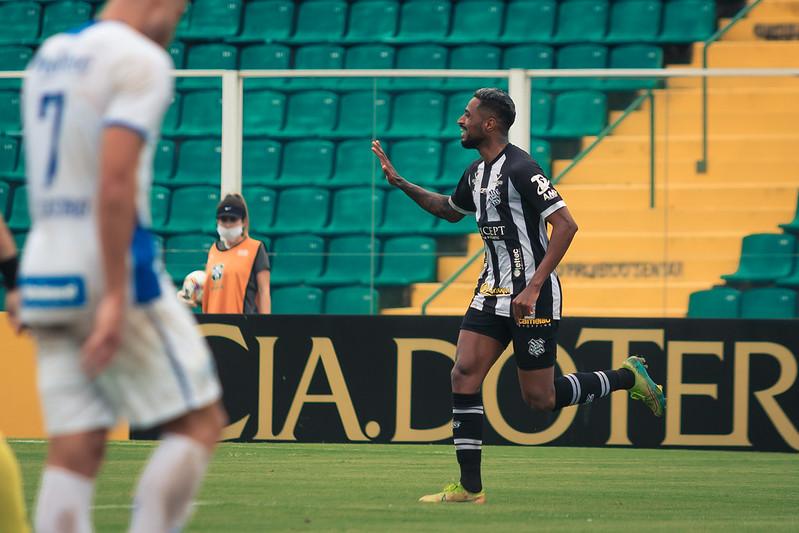 Diego Gonçalves, atacante do Figueirense, é o artilheiro alvinegro na temporada: foram 11 gols em 48 jogos – Foto: Patrick Floriani/FFC
