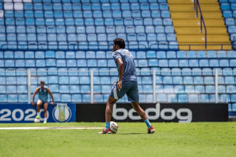 Zagueiro Betão, expulso diante do Marcílio Dias, será desfalque certo na partida do domingo – Foto: Leandro Boeira/Avaí F.C