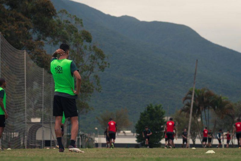 Jogadores do Figueirense em preparação para o duelo decisivo contra o CSA – Foto: Patrick Floriani/FFC/divulgação