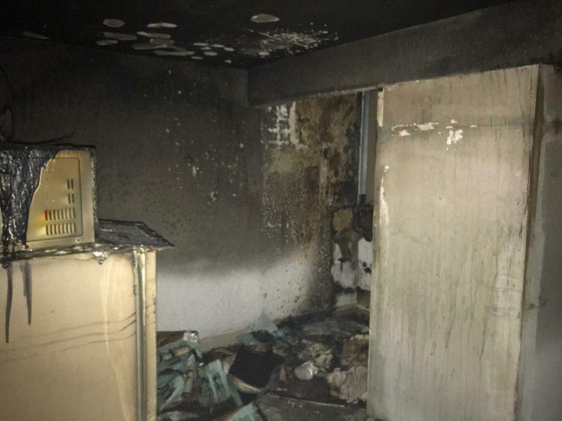 Os bombeiros utilizaram cerca de 2 mil litros de água para controle das chamas. – Foto: Corpo de Bombeiros/Divulgação